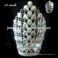 Coroa de cristal cor-de-rosa grande da coroa