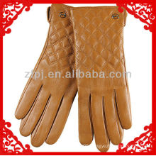2013 CCTV lady dressing long leather gloves