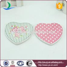 Placa de cerámica de la forma del corazón de la alta calidad con el patten fresco