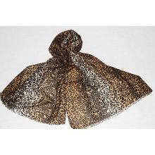 Wollschal mit Leopardenmuster
