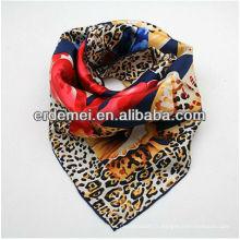 Impression d'écharpe en soie numérique colorée
