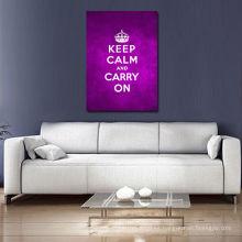 Guarde la calma y continúe las palabras púrpuras del arte de la pared