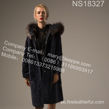 Coat With Mink Flower In Winter