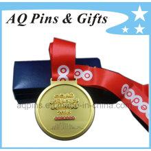Medalla en chapado en oro brumoso con cinta roja