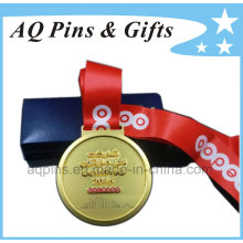 Medalha em chapeamento de ouro nevoento com fita vermelha