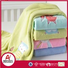 Nuevo diseño bordado diferente Animal patrón copo de lana polar y Organic Baby Blanket