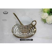 Золотая оправа керамическая чашка кофе и блюдце