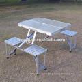 neue frische Plastikpicknicktisch- und Stuhlsätze und Kofferpicknicktisch