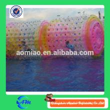 Rodillo de agua de encargo de la rueda de la orbe caliente de la venta, bola inflable colorida del balanceo del agua bola inflable grande