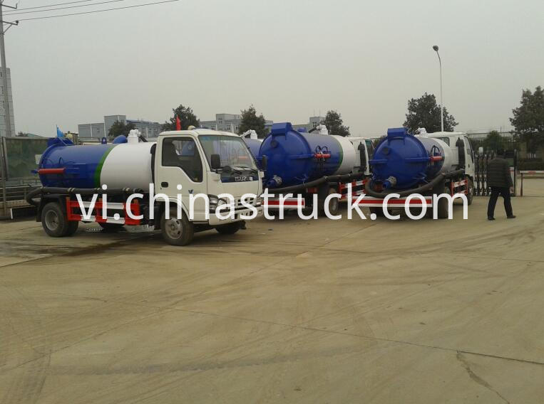 ISUZU vacuum waste water suction truck