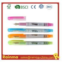 Pluma de plástico de color con diseño agradable