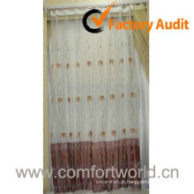 Janela tecido de cortina com bordado