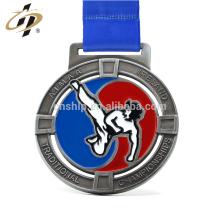 Medalla del campeonato de karate de metal de aleación de zinc de plata antigua personalizada con diseño de patada