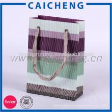 La bolsa de papel cosmética / arropa la bolsa de papel de empaquetado / la bolsa de papel del regalo