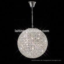 Schöne Kristallkugel, die einfache Einstellungsbefestigung beleuchtet
