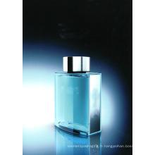 Bouteille classique dans le parfum de l'homme de couleur bleue