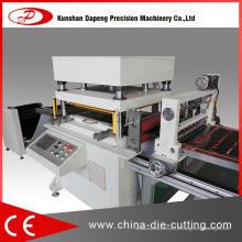 Máquina troqueladora de papel marrón