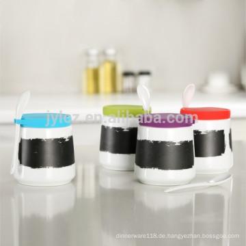 Massenkeramischer Gewürzglasgroßverkauf mit Löffel und Silikondeckel