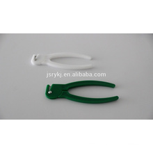 Disposable umbilical cord clamp with cutter
