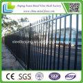 Hochwertiger schwarzer gemalter ornamentaler schmiedeeiserner Zaun