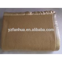 Hôtel pas cher à laine 100 et militaire utilisé couvertures