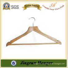 Elegante percha de madera de lujo para la ropa