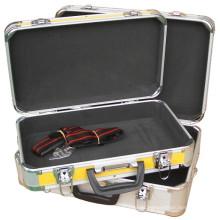 Caja de aluminio para instrumentos médicos con espuma azul recortada