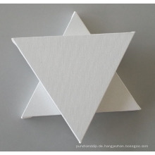 Leere Leinwand in Dreiecksform