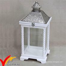 S / 2 Blanco Antiguo Vintage apenado de madera Candle linterna con tapa de metal para la decoración de la boda