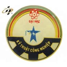 Los artículos superventas metal redondo logotipo personalizado esmalte botón de oro insignias pin