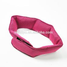 Enveloppez votre cou d'écharpe pour des heures de soulagement