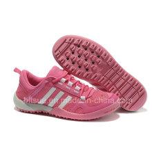 Chaussures de sport en couleur rose avec chaîne blanche