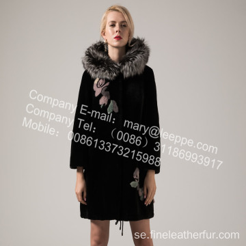 Reversible Long Women Merino Shearling Coat på vintern