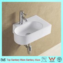 Санитарная кладка для ванной комнаты с керамической раковиной