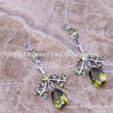 ajustes hechos a mano de la joyería de los pendientes de plata nupciales con las piedras del cz Las joyas chapadas en rodio son su buena selección