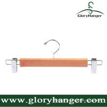 Cabide de madeira de cedro não processado com dois clipes