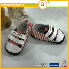 Los zapatos de bebé venden al por mayor 2015 el nuevo bebé encantador de la manera de la llegada embroma los deportes calza
