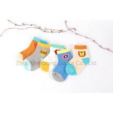 Superman patrón de invierno calcetines para el desgaste del bebé