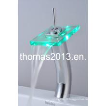 Robinet de lavabo en verre de haute qualité fini chrome LED (QH0801HF)