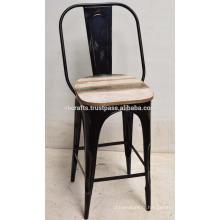 Chaise de bar industrielle en bois recouvert de bois rustique