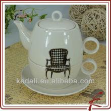 Pote cerâmico personalizado do chá para um com projeto da cadeira