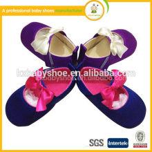 Sapatos de couro suaves para bebés de flor, sapatos de vestido de bebê PU, sapatos de andar de bebê de sola rígida