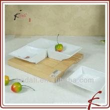 Plat à tapas en céramique avec plaque en bois