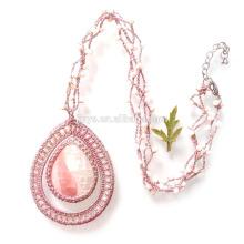 Collier en perles de rocaille naturel rose au crochet