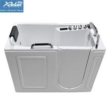Begehbare Badewanne mit Duschkombination für ältere Menschen