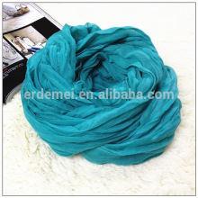 Полиэстер скомканный голубой шарф