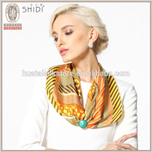 Écharpe à rayures et écharpe à rayures en soie