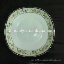 Platos cuadrados de porcelana con la calcomanía de oro