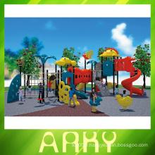 Équipement de terrain de jeux pour enfants résidentiel coloré