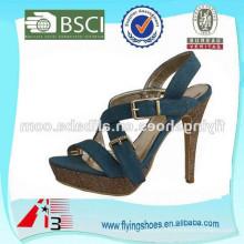 Senhoras elegantes sandálias de salto alto